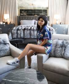 Kylie Jenner Bedroom Man Is Charged After Hitting Kylie Jenner S Gate The Source