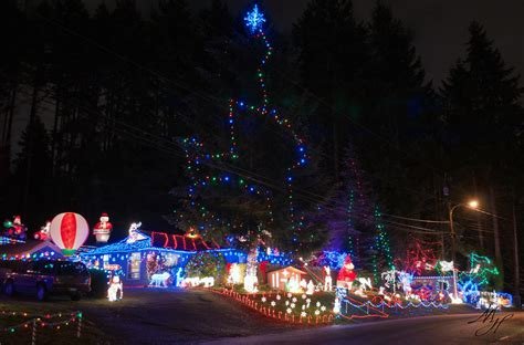 vote for your favorite holiday lights display mltnews com