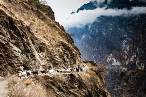 Electric Bed Trekking Tiger Leaping Gorge In China Lifepart2 Com
