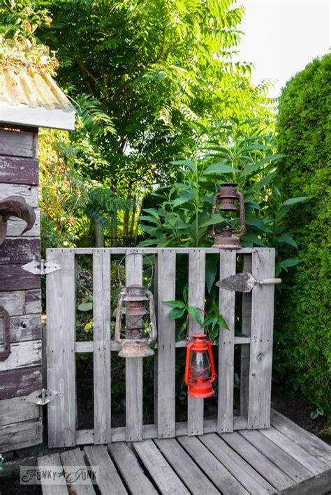 diy gorgeous garden gates  garden glove