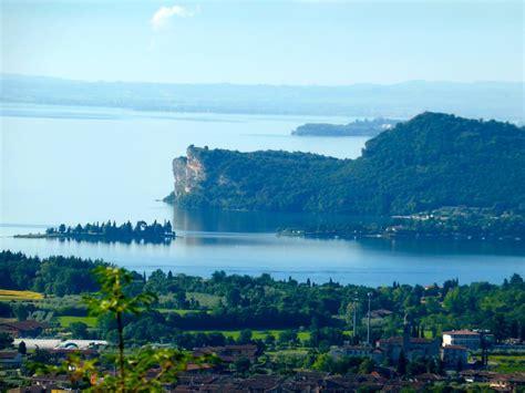 terrazza sul lago di garda la rocca di manerba la meravigliosa terrazza sul lago di