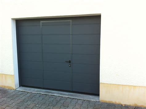 porte de garage sectionnelle avec portillon 2372 porte de garage sur lyon et l arbresle laurent et fils