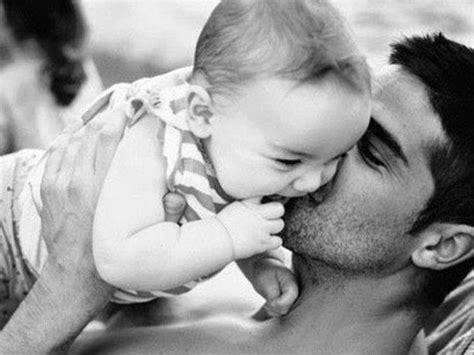 imagenes tiernas de amor entre padres e hijos compartiendo el cuidado del reci 233 n nacido con el pap 225