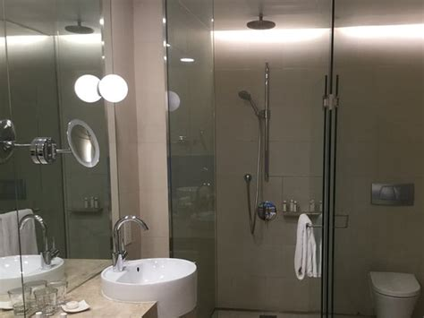 Showers In Singapore Airport by The Shower Half Of The Bathroom Picture Of Crowne Plaza