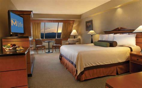 las vegas deluxe room luxor hotel review las vegas united states travel