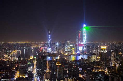 new year celebrations shanghai 2015 sydney kicks new year celebrations with seven tonnes