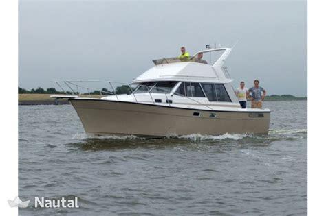 motorjacht huren urk huur motorboot bayliner 3270 in urk flevoland nautal