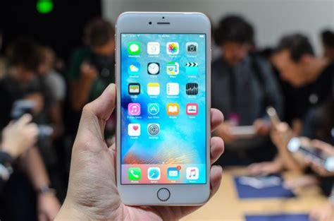 hands    iphone   iphone