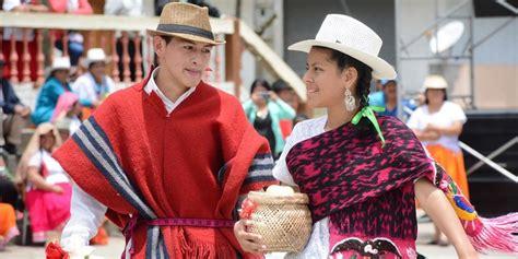 azuay historia vestimenta artesanias  mucho mas