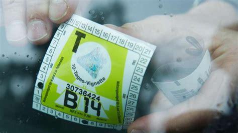 Aufkleber Von Autoscheibe Entfernen by Ist Chemie Gegen Kleber Auf Der Autoscheibe Sinnvoll Auto