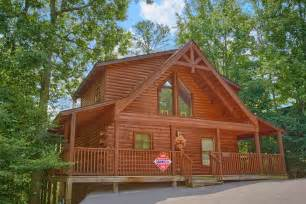 pigeon forge honeymoon cabin rental with pool access