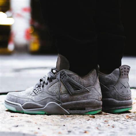 Nike Kaws nike x kaws air 4 retro cool grey white