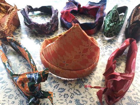 Ikat Kepala Udeng Bali Topi Adat gamba orang pake ikat kepala di bali pakaian adat tradisional bali busana tradisional