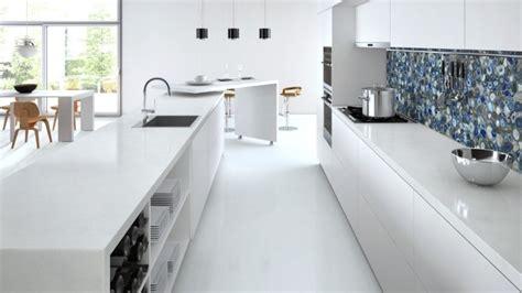 Superbe Plan De Travail Cuisine Quartz Blanc #1: cuisine-blanche-plan-travail-quartz-blanc-Caesarstone.jpg