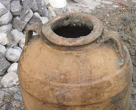 vasi terracotta offerte archeologia trovati a sant arsenio reperti dell 180 et 224