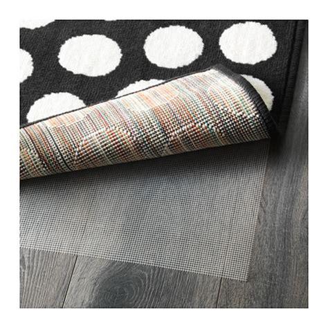 alfombra negra ikea alfombras en blanco y negro la propuesta ideal para tu