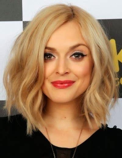 Блондинка со спины каре фото