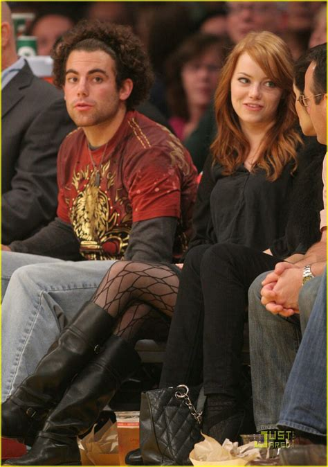 emma stone brother emma stone is a lakers lady photo 352376 photo gallery