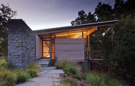 superbe maison contemporaine en bois  en pierres