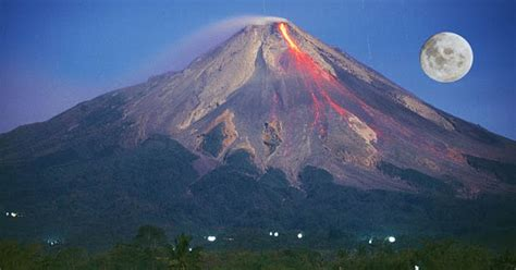 film kisah nyata gunung merapi asal usul gunung merapi mitos dan cerita misterinya