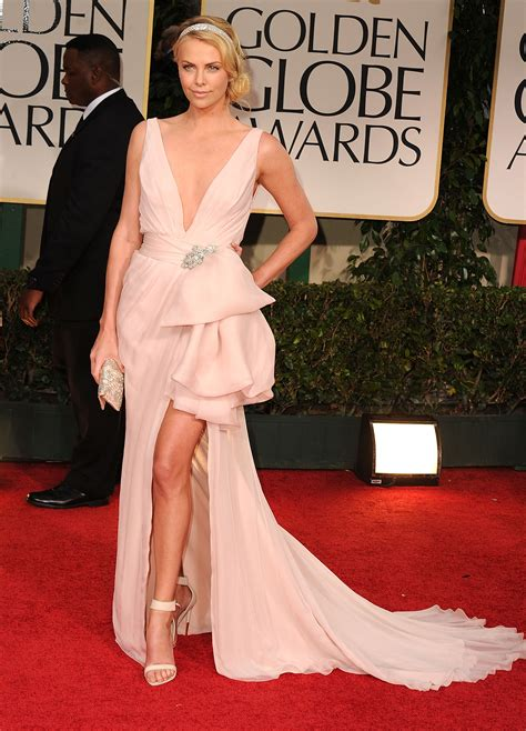 Carpet Clothes From Gorgeous Couture by Charlize Theron Lit Up The Golden Globes Carpet In The