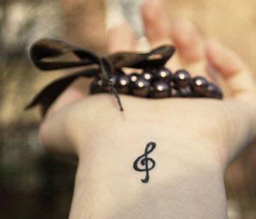 tatuaggi polso interno piccolo tatuaggio chiave di violino interno polso sol note