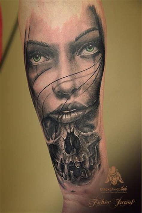 tatuaggio braccio teschio donne di blacksheep ink
