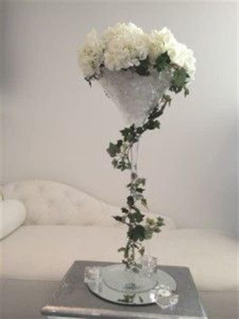 Location vases martini décoration table mariage Magny en Vexin (95420) #mariage #deco. A louer