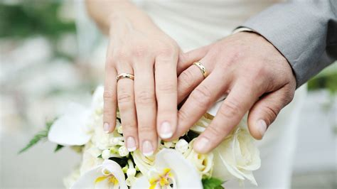 how do engagement rings and wedding bands work