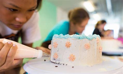 cake decorating class give   sugar groupon