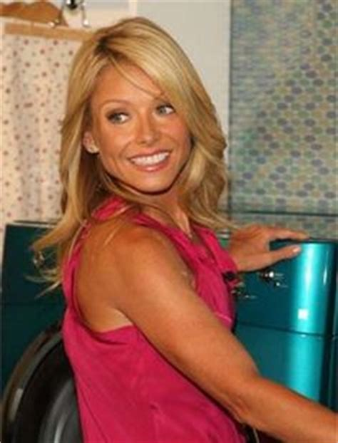 how to get kelly ripas hairstyle 6 steps ehow kelly ripa learn her arm ab workout from trainer anna