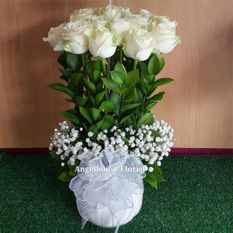 Vas Bunga Keramik Putih toko bunga alam sutera serpong bsd rangkaian bunga meja
