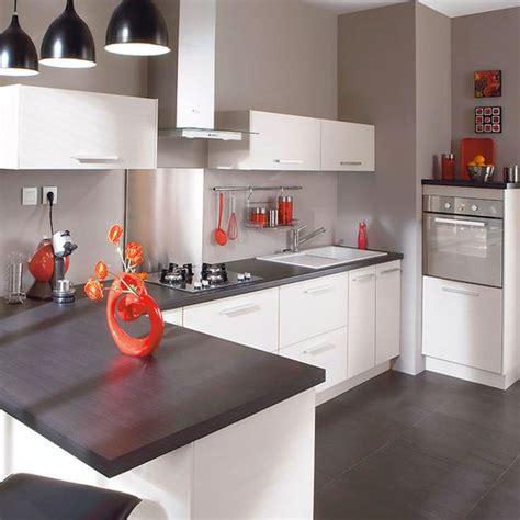 photo de cuisine am駭ag馥 cuisine laquee blanche plan de travail gris maison