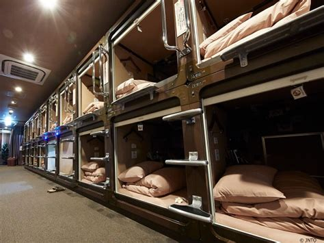 japanese capsule hotel japan deluxe tours