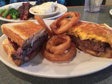 backyard grill and bar roscoe restaurant reviews phone
