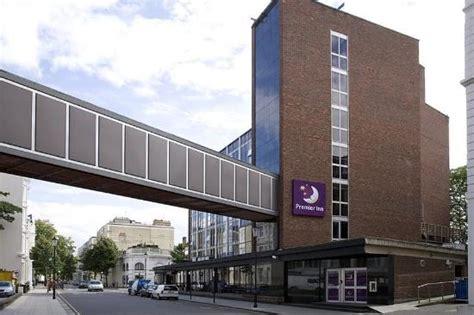 Exterior Picture Of Premier Inn Kensington Earl
