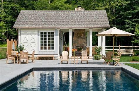 building a pool house una piscina peque 241 a en el patio trasero un gran capricho