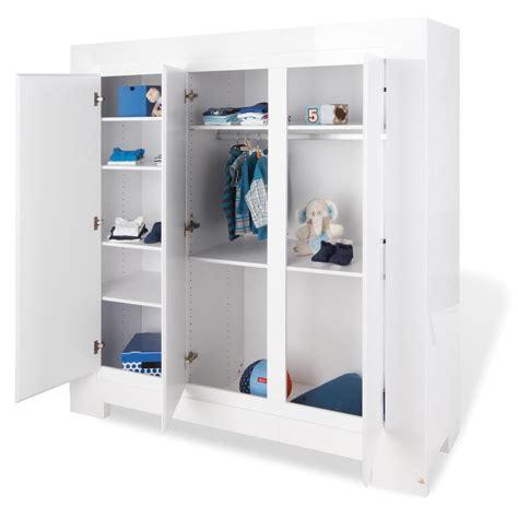 weißer kleiderschrank wohnzimmer streichen muster