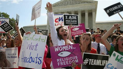 hobby lobby supreme court hobby lobby wins contraceptive ruling in supreme court