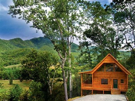 creek cabin with sauna and tub near bryson city