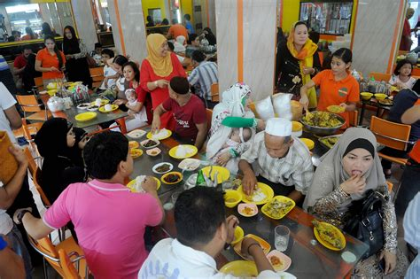 pictures muslims   world celebrate hari raya