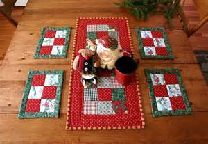 items similar to christmas patchwork table setting quilted table runner 6 quilted placemats