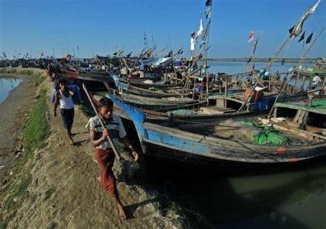 missing refugee boat 130 missing in rohingya refugee boat sinking naharnet