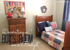 decorating a boy s bedroom on a budget six stuff
