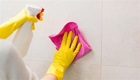 esta sencilla mezcla podras limpiar tus azulejos de