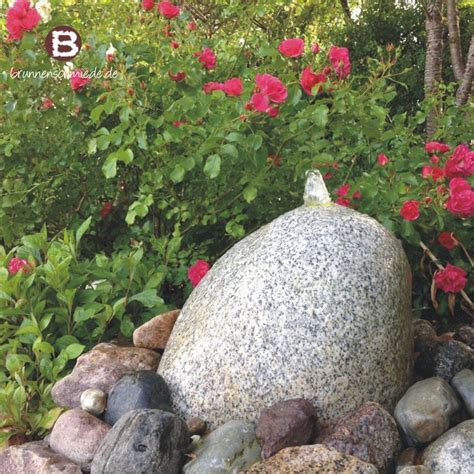 wasserspiel im garten wasserspiel brunnen naturstein quellstein granit