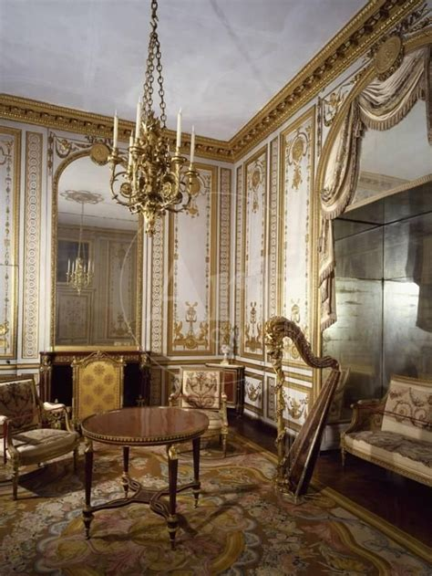 france palace  versailles gilded  decorated sitting