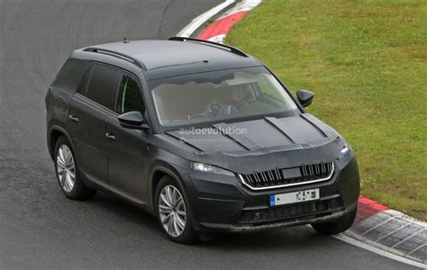 2017 skoda kodiaq spied looks out of place lapping the