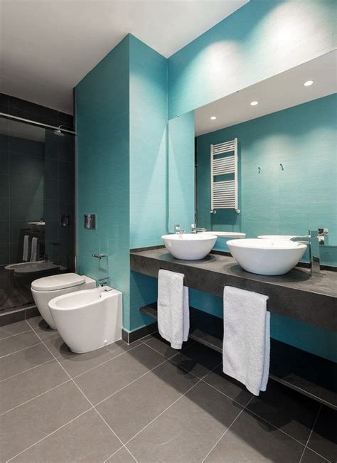 Bien Salle De Bain Noire Et Blanche #6: salle-bains-moderne-carrelage-mural-bleu-clair-comptroir-gris-fonc%C3%A9-vasques-blancs-forme-ovale.jpg