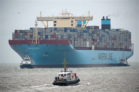 largest ship in the world the msc oscar just became the world s biggest container